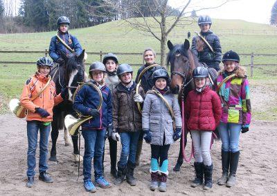 Bayerische-Jungwoelfe-Trompe zu Pferd-1