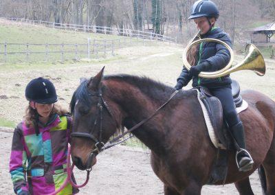 Bayerische-Jungwoelfe-Trompe zu Pferd-5