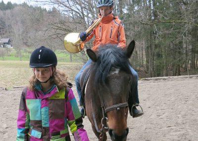 Bayerische-Jungwoelfe-Trompe zu Pferd-7