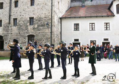 063-2018-09-22-Schleppjagdverein-von-Bayern-Bayerische-Jungwölfe-Burg-Tittmoning-Meutepräsentation-Trompekonzert-