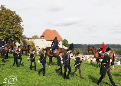 090-2018-09-22-Schleppjagdverein-von-Bayern-Bayerische-Jungwölfe-Burg-Tittmoning-Meutepräsentation-Trompekonzert-