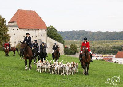 097-2018-09-22-Schleppjagdverein-von-Bayern-Bayerische-Jungwölfe-Burg-Tittmoning-Meutepräsentation-Trompekonzert-