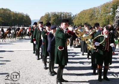 2018-10-89b-Die-Bayerischen-Jungwoelfe-Herrenchiemsee-Schleppjagd-Trompe-Foto-C-Lahr