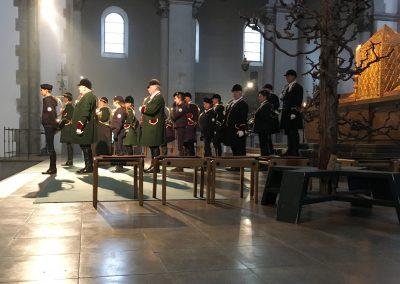 2018-10-d-Bayerische-Jungwoelfe-bei-Pfarrer-Schiessler-in-München-St-Maximilian
