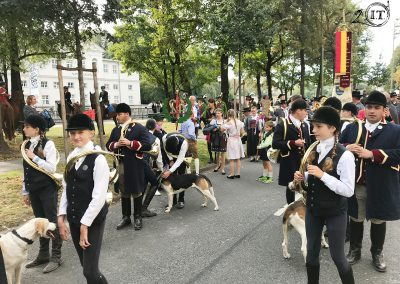 2019-Münchner-Oktoberfest-Einzug-Bayerische-Jungwölfe-Initiative-Trompe-Schleppjagdverein-von-Bayern--04